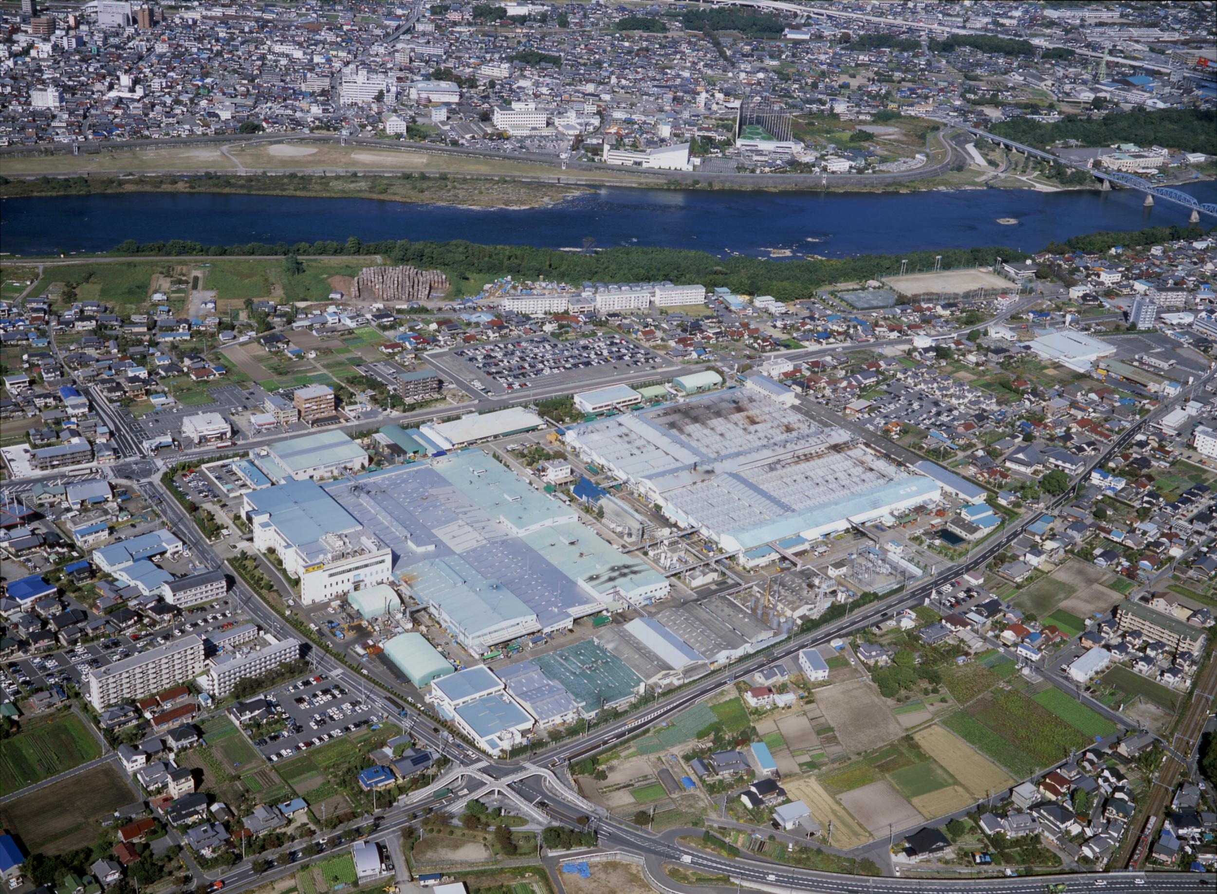 Самый крупный завод KYB на севере префектуры Gifu, Япония
